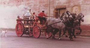 Chó đốm thường xuất hiện bên cạnh các cỗ xe cứu hỏa thế kỷ 19